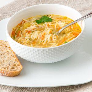 Sopa de fideos con pollo Asado casera saludable